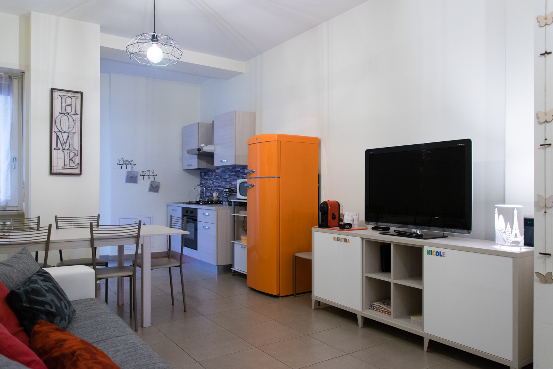Melibi sala con tv e angolo cottura